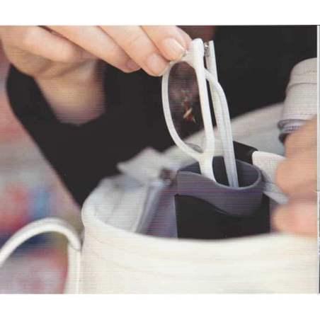 Etui à lunettes avec clip dans le sac à main
