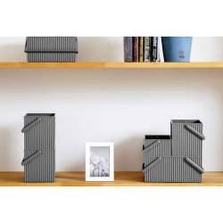 boites de rangement brique sur étagère